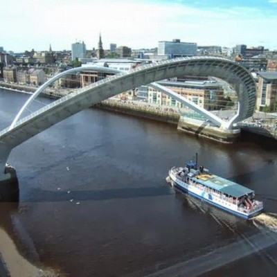 Gateshead Millennium Bridge, UK-1