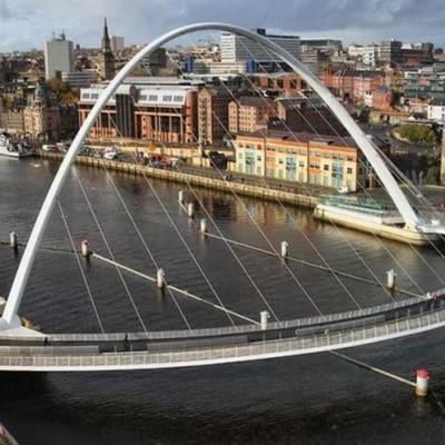 Gateshead Millennium Bridge, UK-2