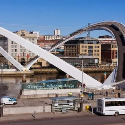 Gateshead Millennium Bridge, UK-4